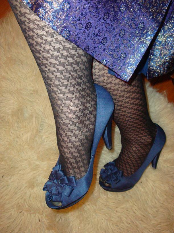 Wearing socks with peep-toe heels