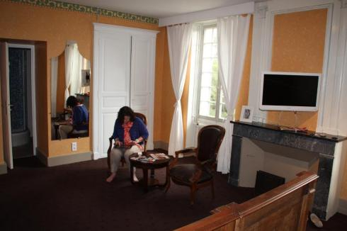 Checking the Blog at The Prince Noir - Serignac-sur-Garrone - 2012