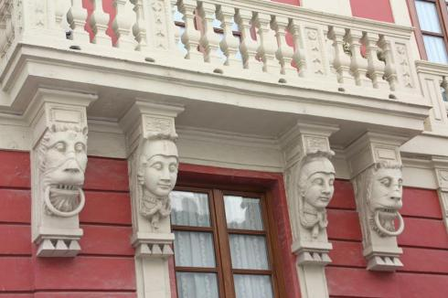 Love these carved brackets under the balcony.