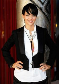 short-hairstyle-from-ruby-rose-2